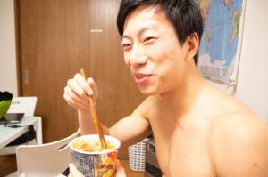 【中華スタイル即席カップ麺】糖質制限ダイエットの観点から見る食品の栄養成分 - そのカロリーと糖質
