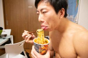 【カップ麺】糖質制限ダイエットの観点から見る食品の栄養成分 - そのカロリーと糖質